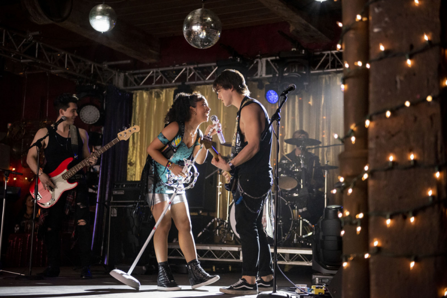 Julie and the Phantoms: Netflix sort le trailer de sa nouvelle série  musicale