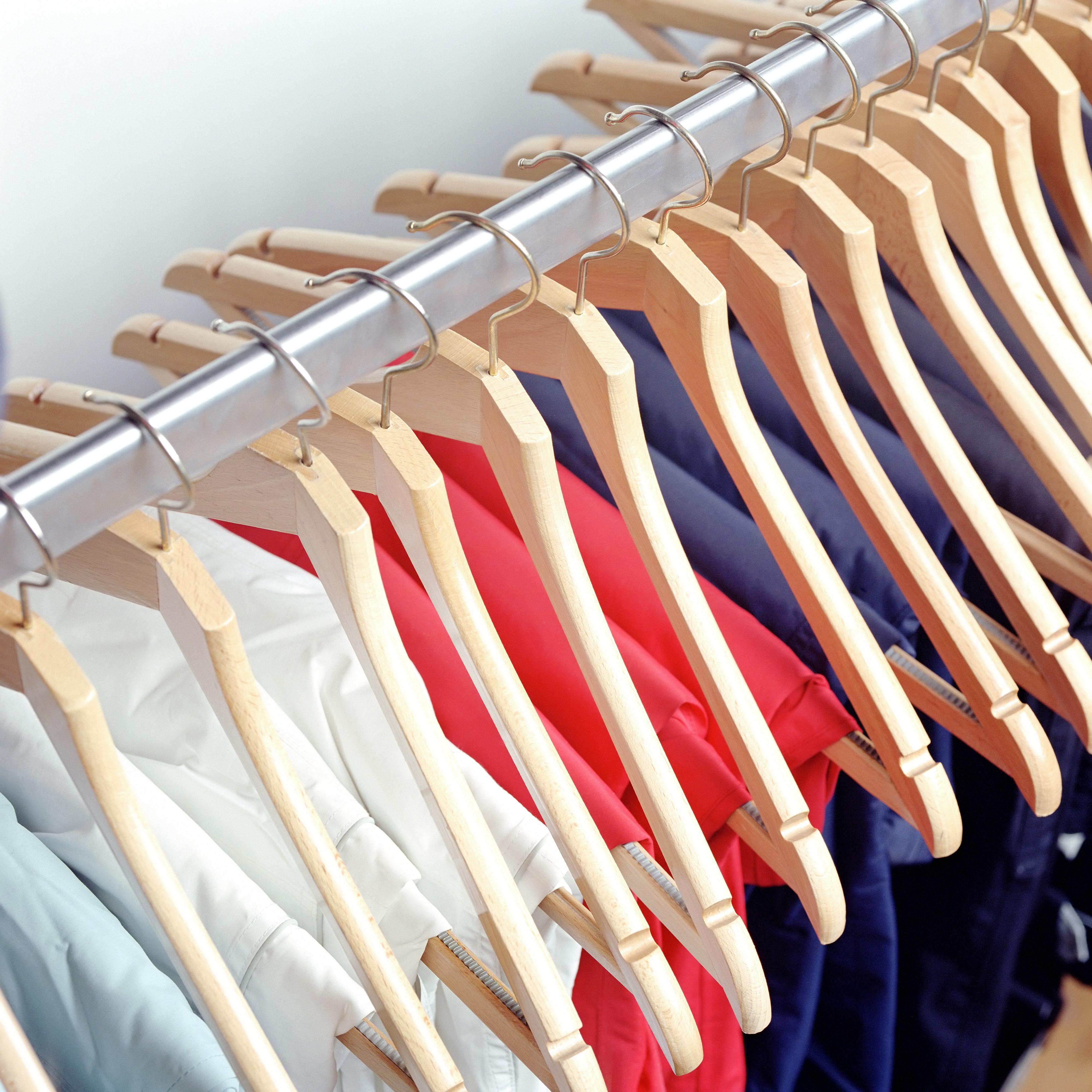 6 basiques avoir dans sa garde robe femmes d 39 aujourd 39 hui - Changer sa garde robe femme ...