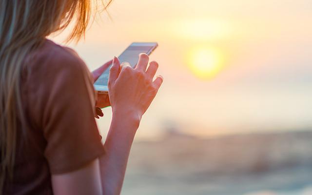 Handig deze app wordt gegarandeerd je beste vriend op vakantie - Voulez vous coucher avec moi translation english ...