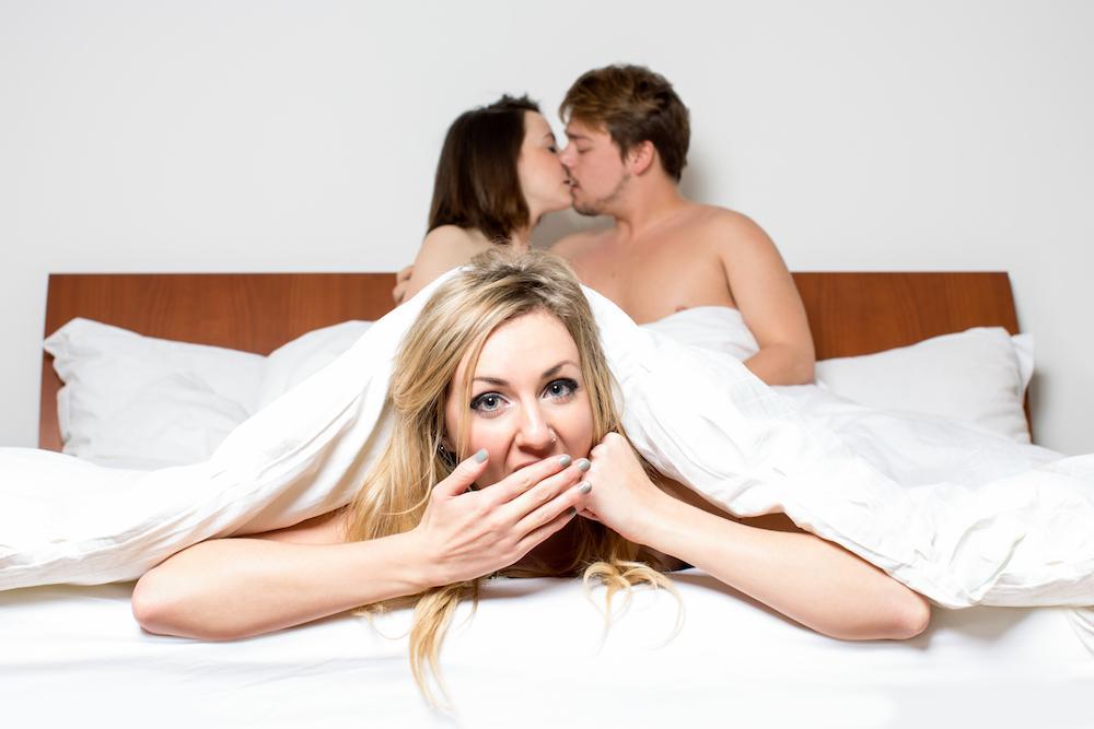 Sexy trio in de slaapkamer