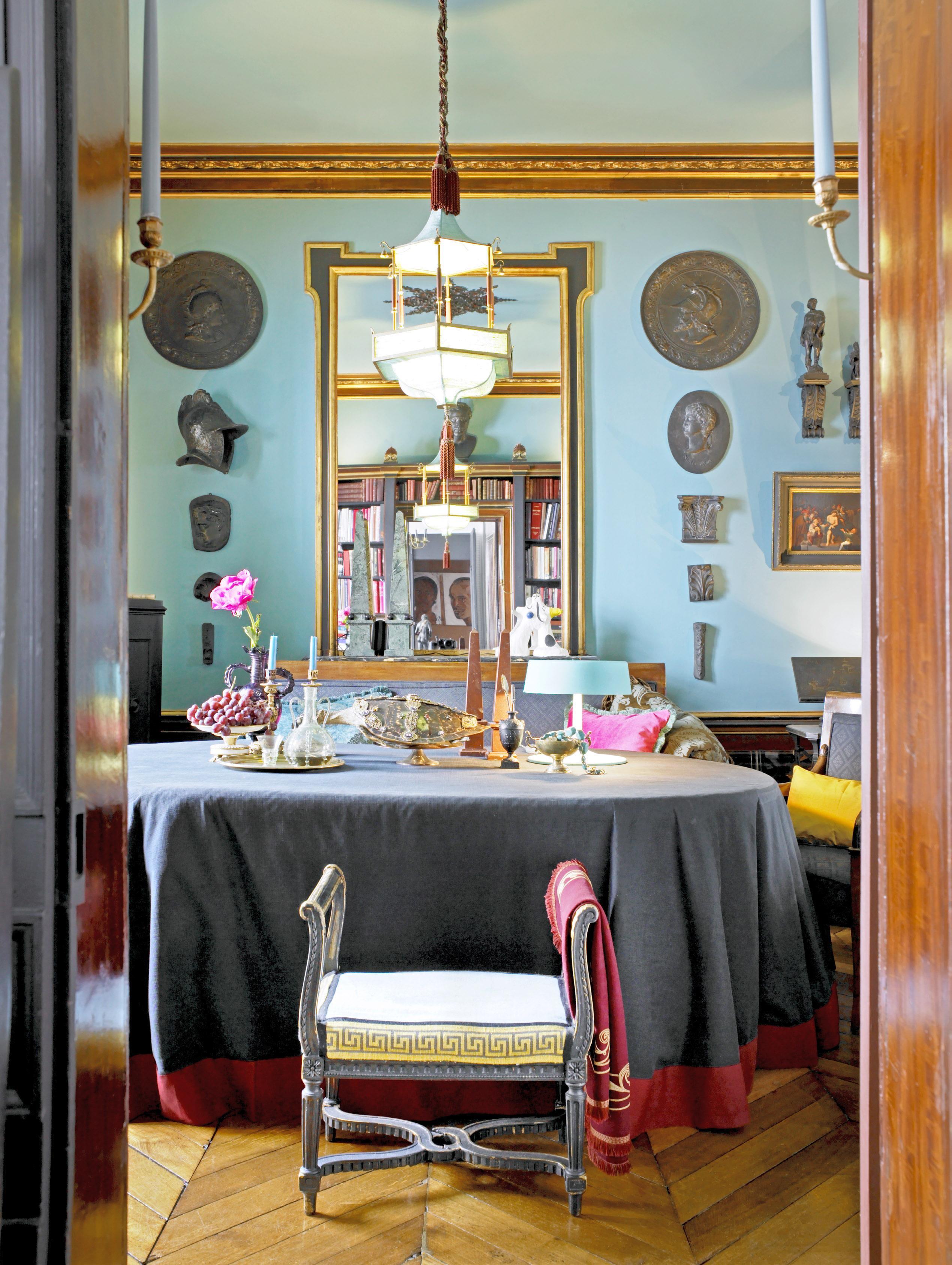 Binnenkijken: klassiek interieur met een twist in hartje Parijs