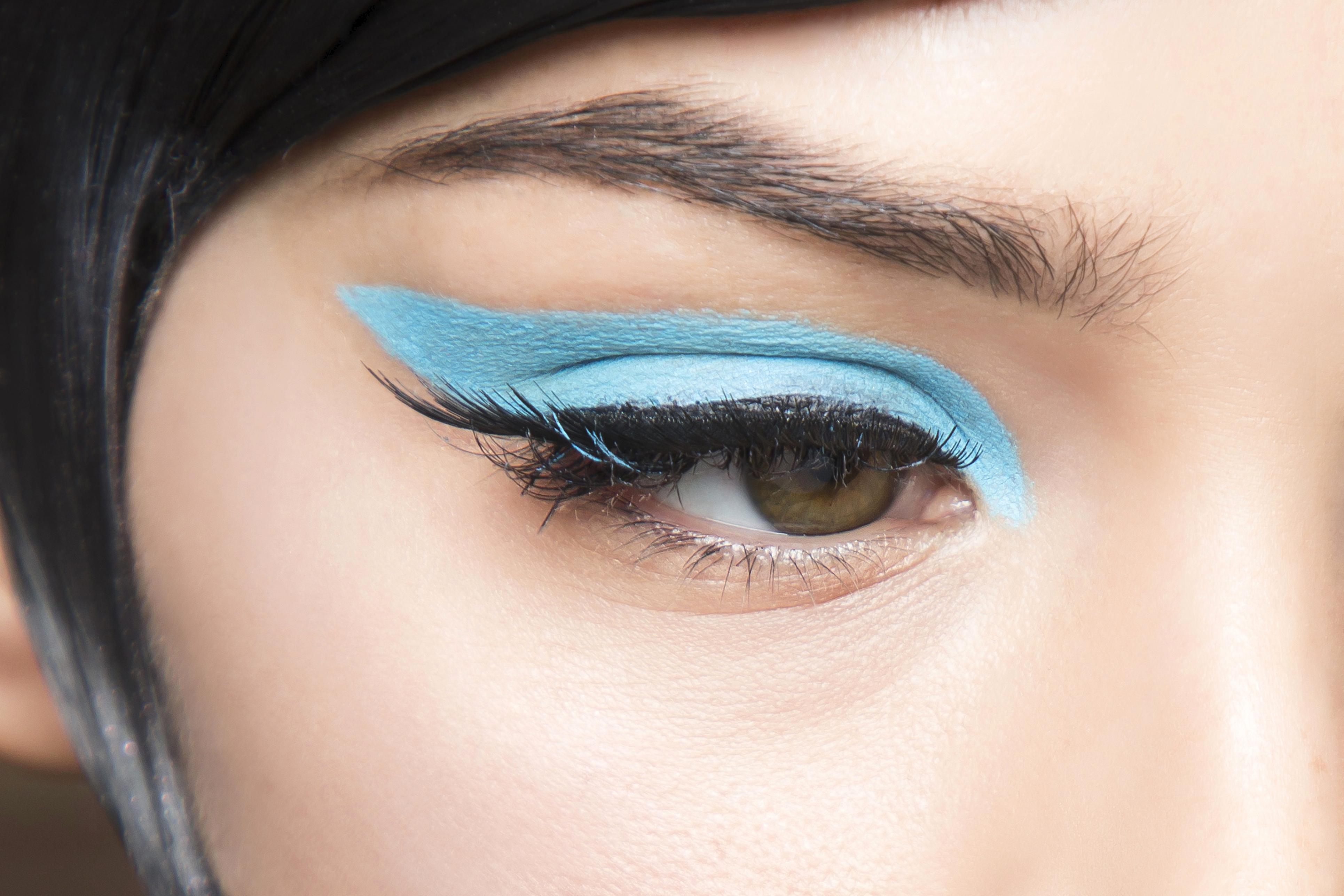 Beauté: cet automne, on ose le make-up ultra vif