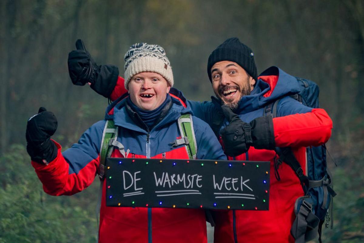 Dieter Coppens en Kevin van 'Down the Road' trekken samen al liftend door Europa voor De Warmste Week