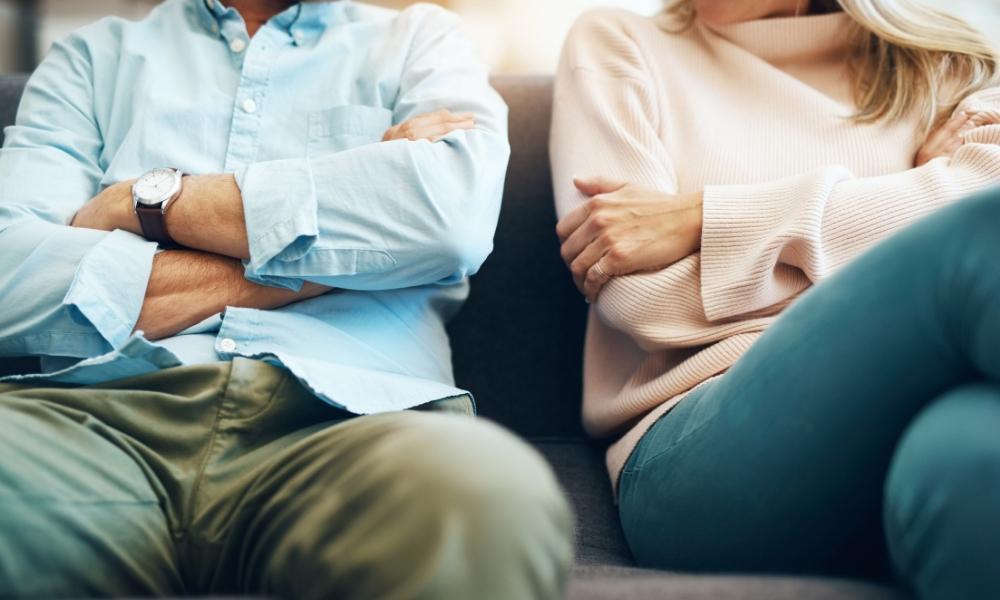 couple voici la raison qui vous pousse rester enferm e dans une relation qui vous rend. Black Bedroom Furniture Sets. Home Design Ideas