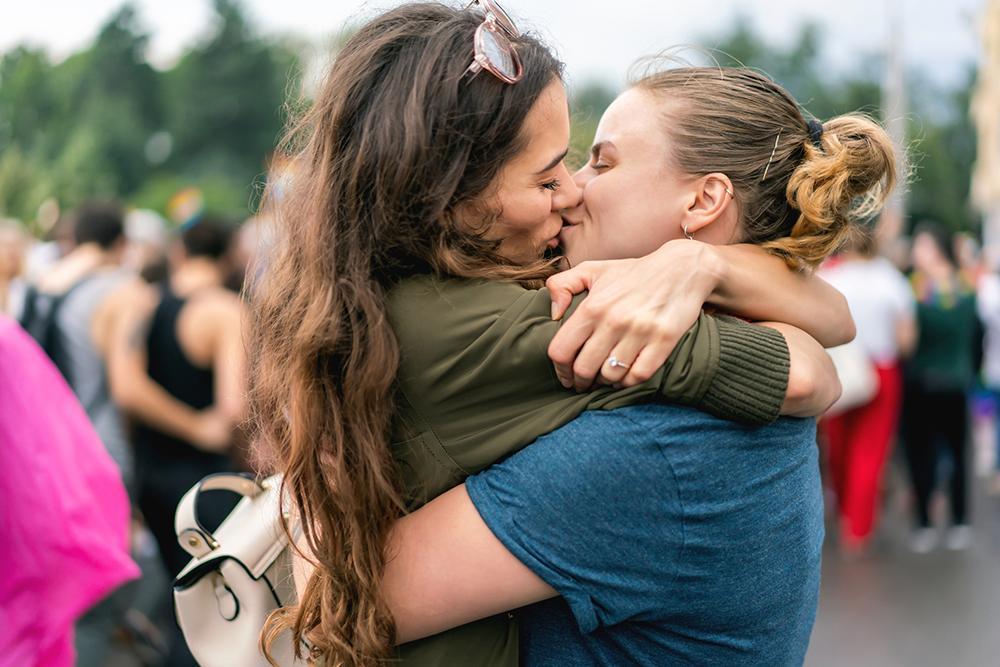 OPROEP: Flair zoekt lesbisch koppel voor een video