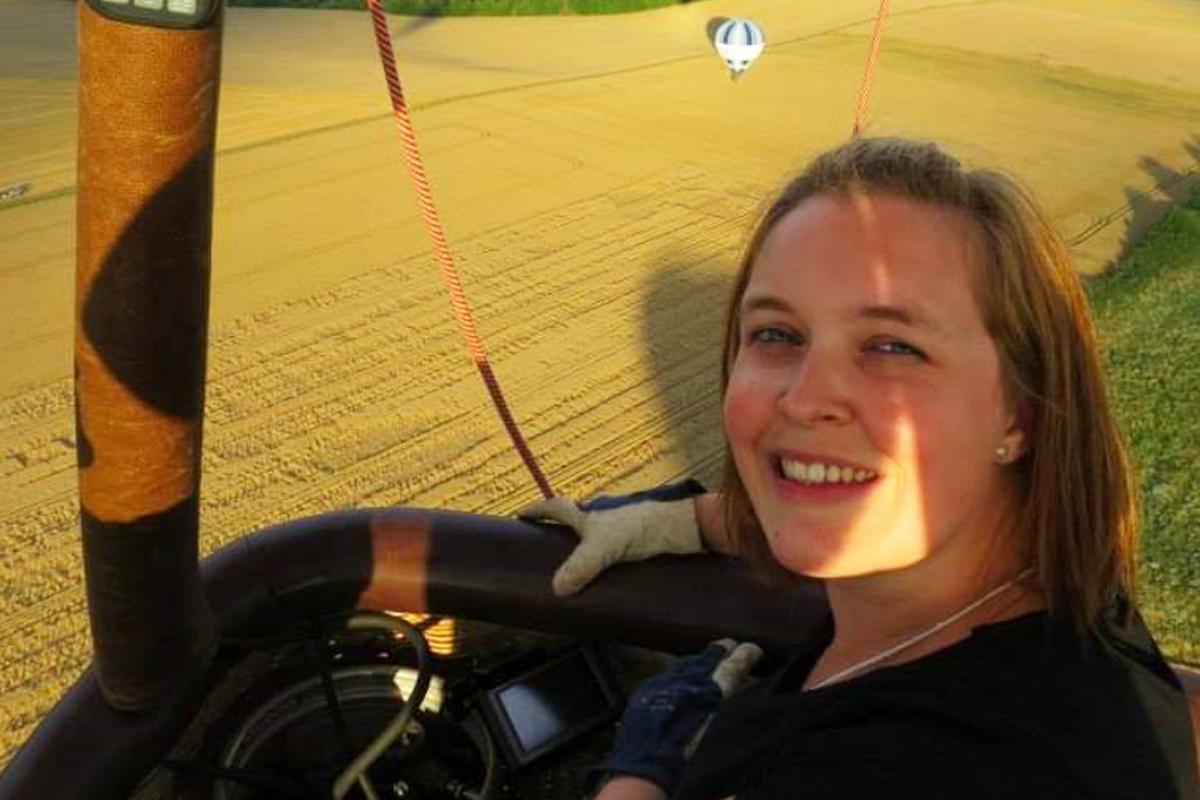 VROUWEN MET STOERE HOBBY'S: Tineke (31) vaart met een luchtballon
