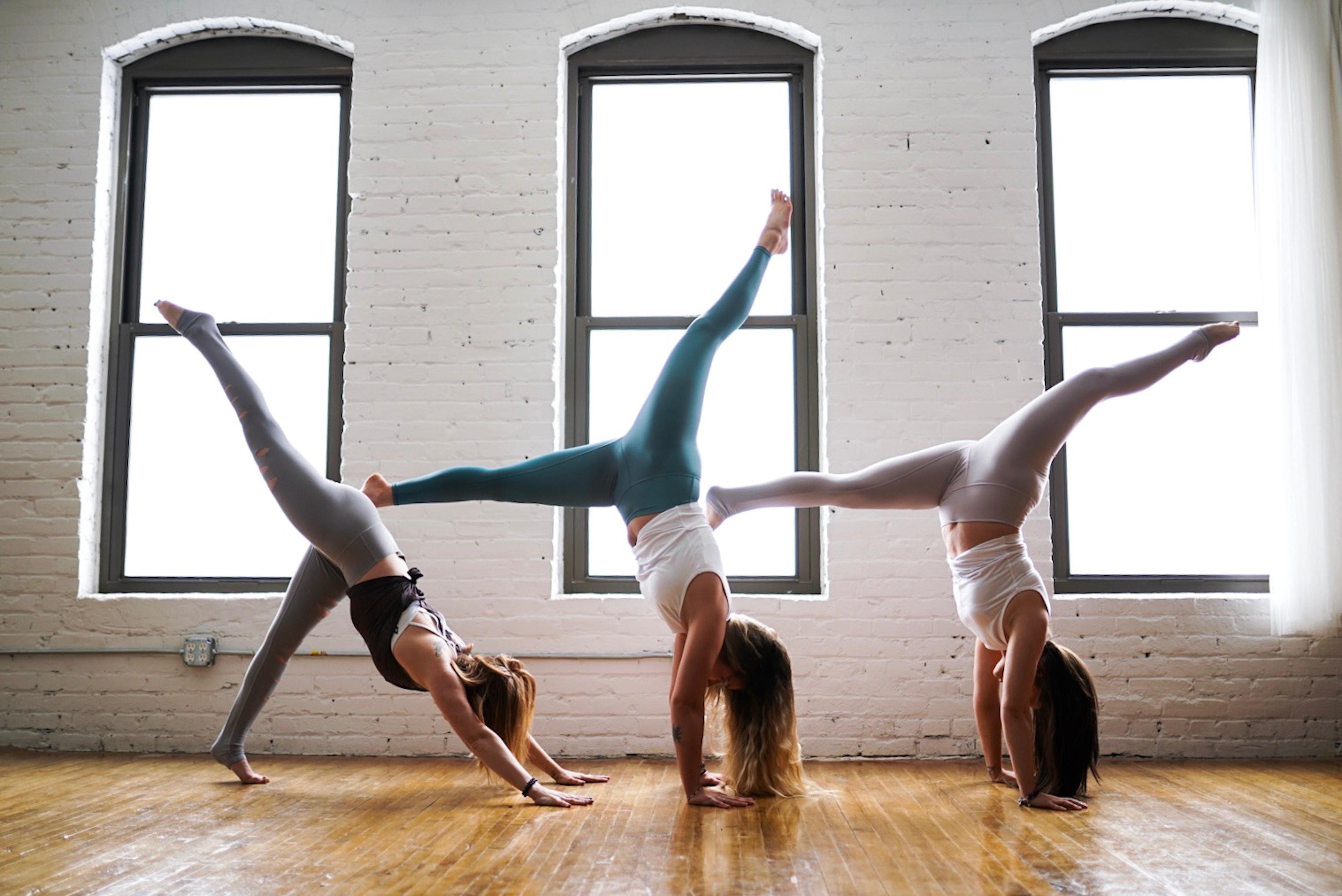 5 Salles De Sport Ou Suivre Des Cours De Yoga A Bruxelles Gael Be