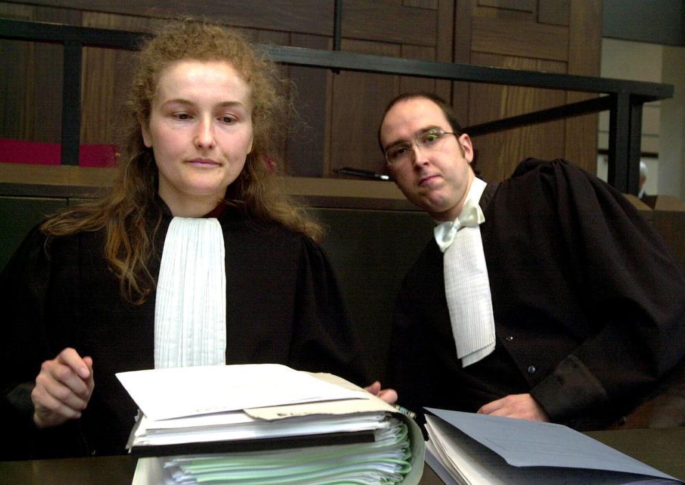 Katie Deschoenmaker (l.) uit Ichtegem en Dimitri Vantomme uit Kortrijk namen het voor de beschuldigde op.