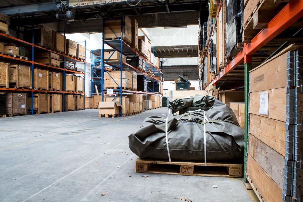 Materiaal dat op missies is gebruikt, wordt in de kazerne van Ieper gecontroleerd en indien nodig hersteld.