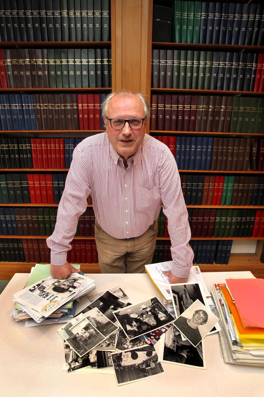 Het redactiebureau van Jean-Pierre Terryn had net zo goed een advocatenkantoor kunnen zijn: zijn kasten staken vol mappen, dossiers en foto's van misdadigers en misdaadplekken. (Foto Ronny Neirinck)