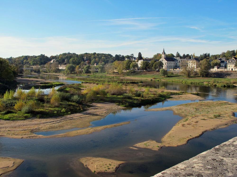 De Loire bespoelt Tours. (foto Josiane Pauwels)