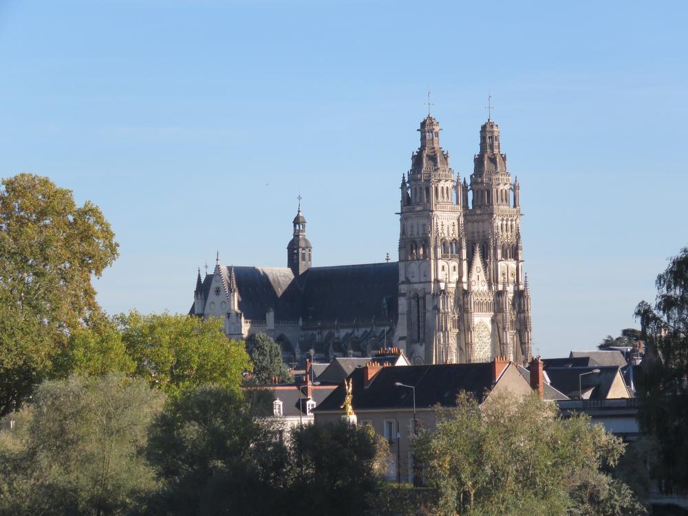 De kathedraal van Tours domineert de stad. (foto Weymeis)