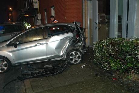 Bestuurder knalt tegen geparkeerde wagen in Veurne