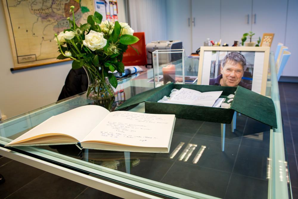 In de Stedelijke Basisschool Sint-Michiels werd een rouwhoek ingericht voor Meester Bart.