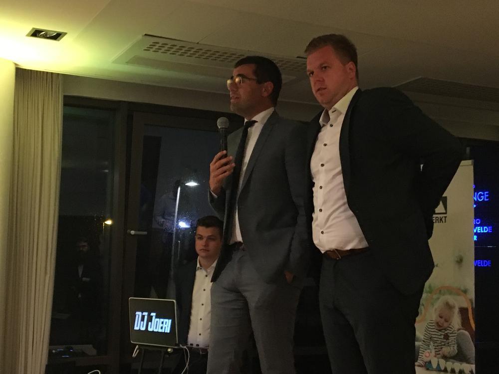 Sander Loones en Bert Maertens namen zondagavond nog even het woord in Schiervelde.