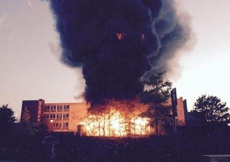 VIDEO Enorme uitslaande brand bij KTA in Roeselare