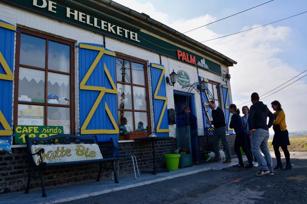 Café De Helleketel bestaat al sinds 1895. De jukebox bepaalt hier de sfeer.