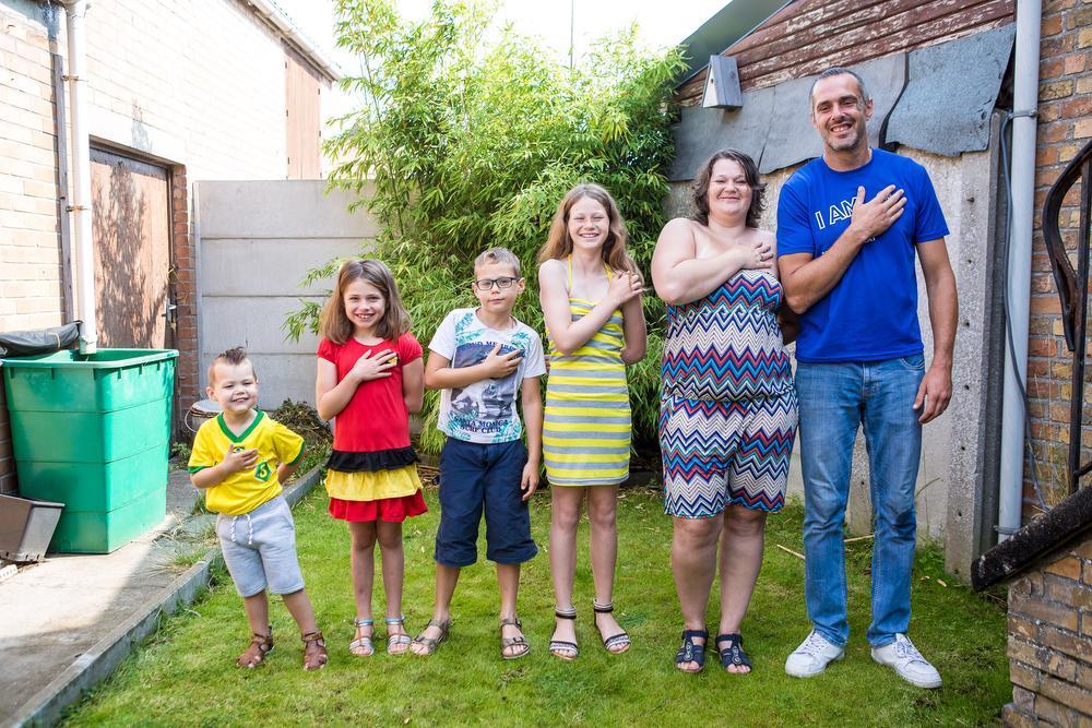 Neymar Commeyne is de jongste in een samengesteld gezin met vier kinderen. Je herkent van links naar rechts Neymar, Elias, Ciara en Anaïs Commijne, Rebecca Slabbinck en Jordi Commeyne.