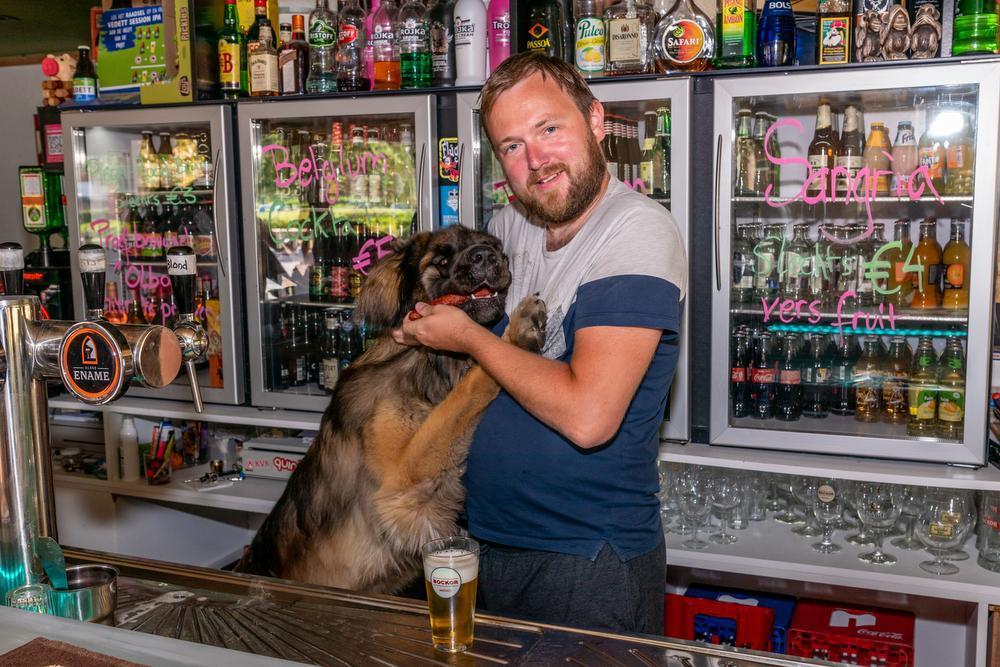 Kristof 'Korba' Przybyszewski met de stevige beer Pepsi.
