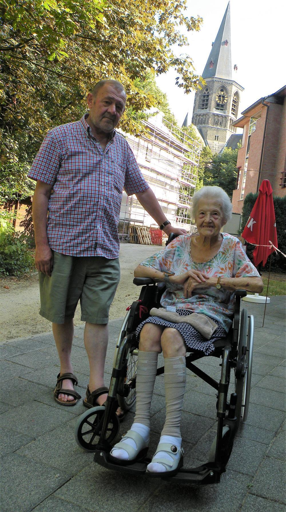Johan Cottem en zijn moeder Andrea Huyse die in rusthuis Korenbloem verblijft: