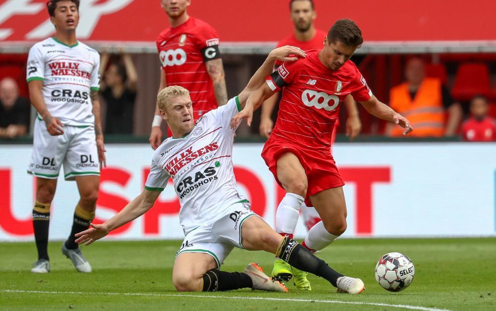 Henrik Bjordal in duel met Standardspeler Cimirot.