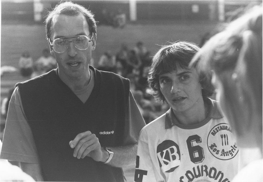 Thierry De Decker als coach, met rechts Marleen Berton. (gf)