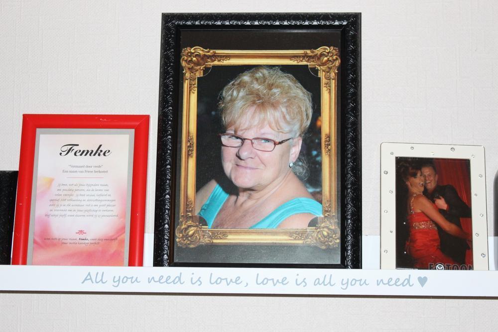 De ouders van Glenn, Ronny en Jeannette, zijn zijn grootste fans: zijn mama zorgt met voorzichtige hand voor het onderhoud van de kledij en de pruiken.