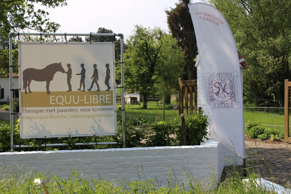 Samen met haar partner runt Ingeborg een centrum voor therapie en coaching met paarden.