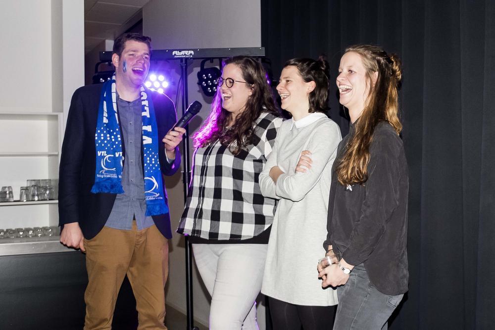 Speelsters Lynn Denys, Silke Vangheluwe en Ada Cnockaert werden geïnterviewd door Hans Cools.