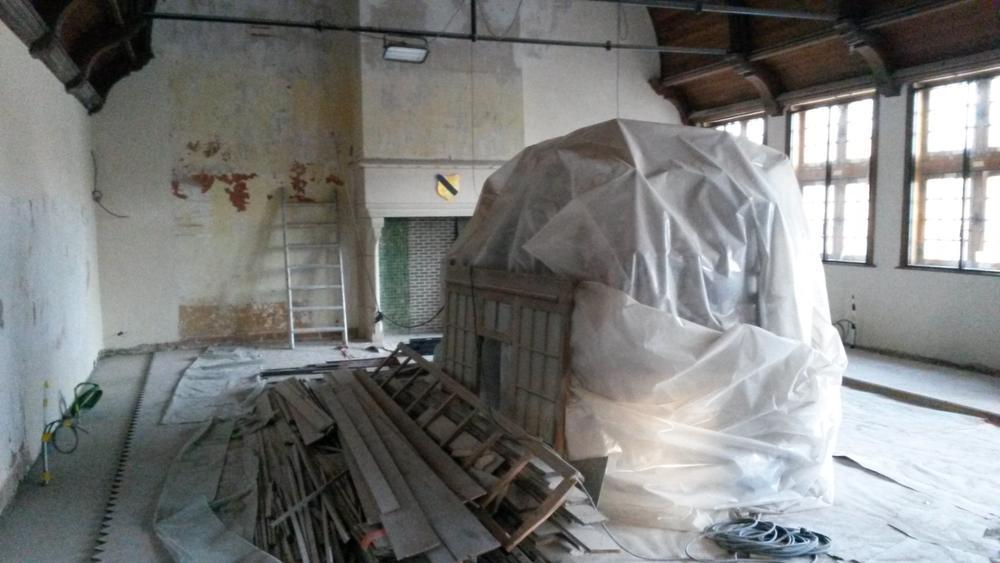 Als de Gotische Zaal eens is afgewerkt, moeten hier weer de vergaderingen van de gemeenteraad van Diksmuide plaats vinden. (Foto TVDA)