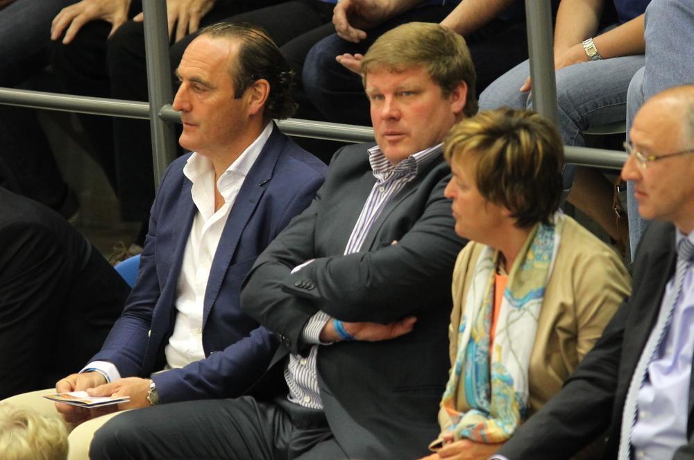 Opmerkelijke steun voor Knack van KV Kortrijktrainer Yves Vanderhaeghe en Gentcoach Hein Vanhaezebrouck. (Foto RN)