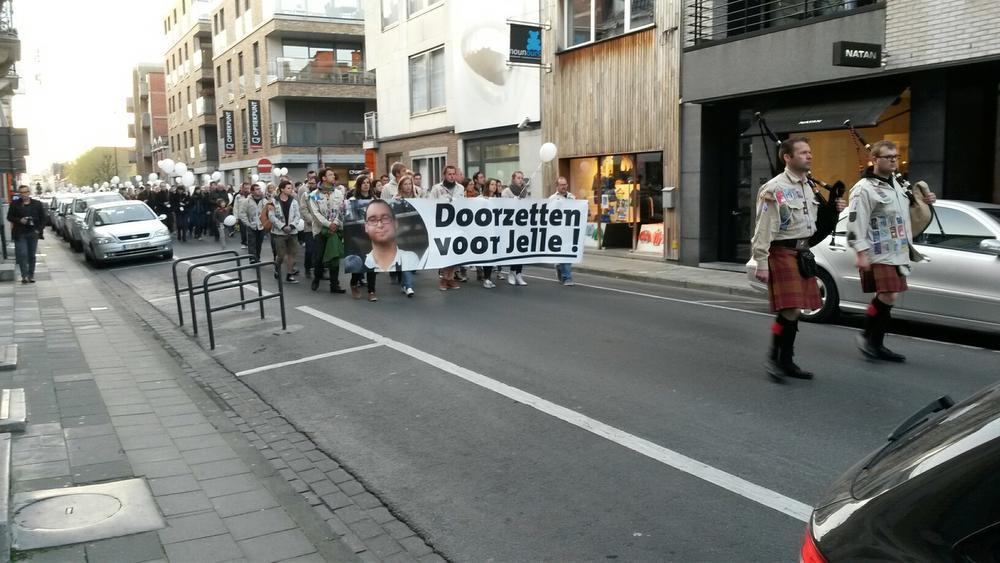 Vrienden en familie houden serene mars op verjaardag van vermiste Jelle Vandemaele