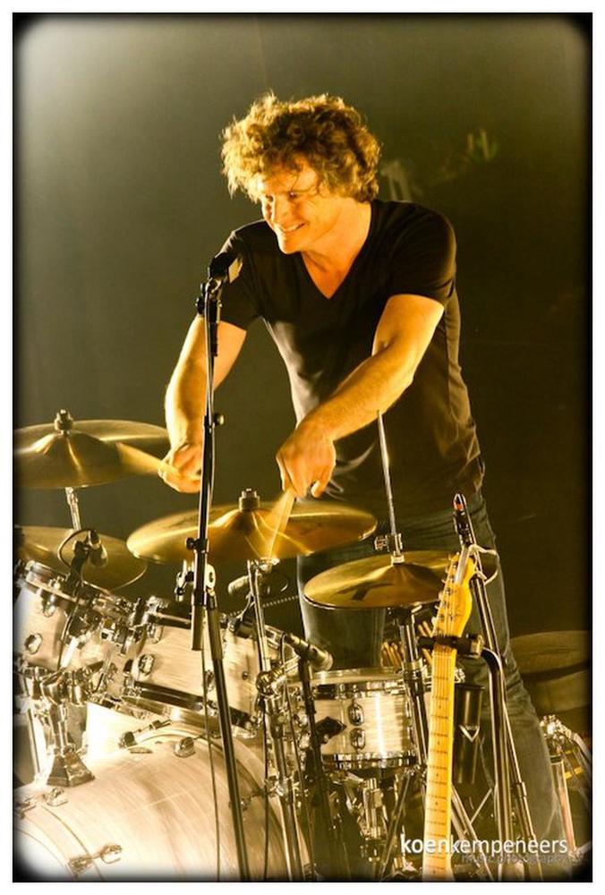 Steven Van Havere achter de drums bij Arid.