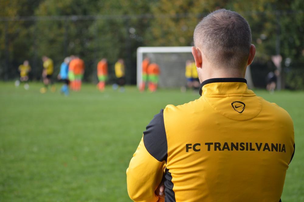 FC Transilvania, dat nagenoeg enkel uit Roemenen bestaat, treedt aan in het Roeselaars Liefhebbersverbond. (foto AD)