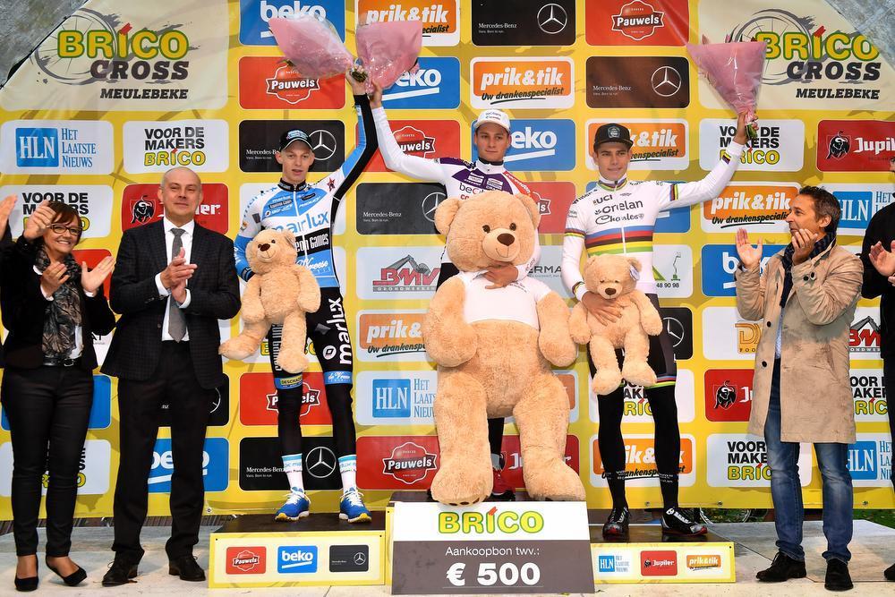 Het podium van vorig jaar, met winnaar Wout van Aert, Michael Vanthourenhout en Mathieu van der Poel.