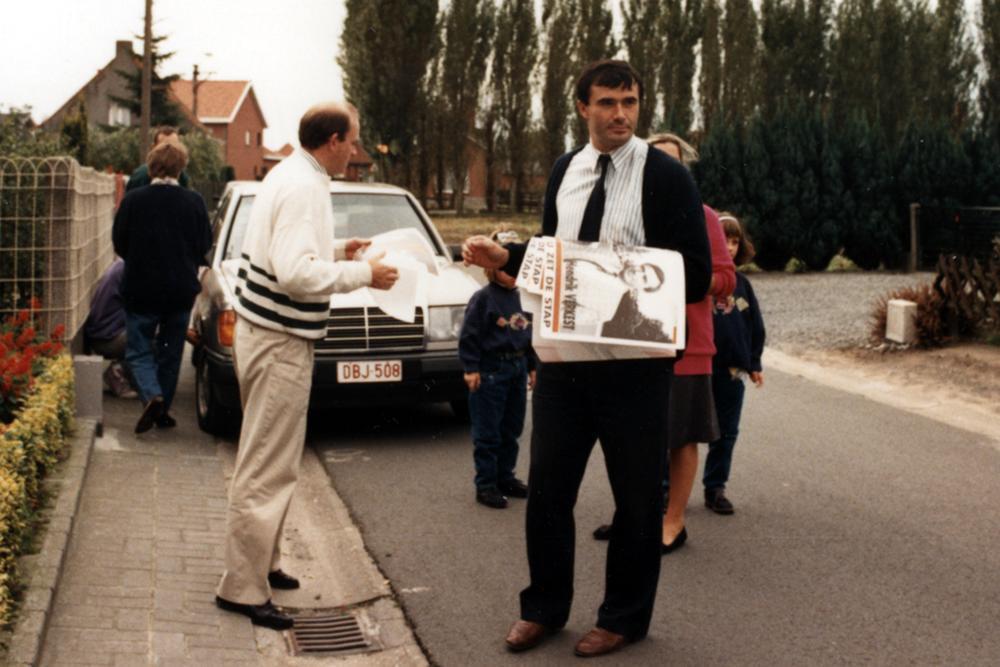 Hendrik Verkest op pad tijdens een van zijn eerste verkiezingscampagnes.
