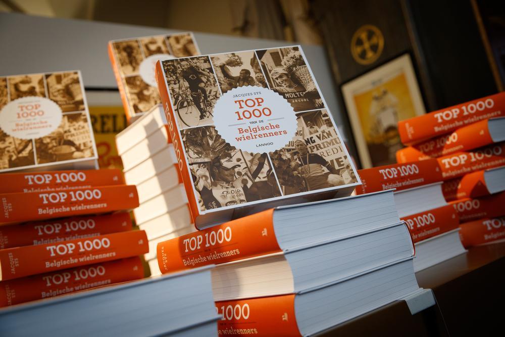 Het boek is een turf van 2,7 kilogram geworden.