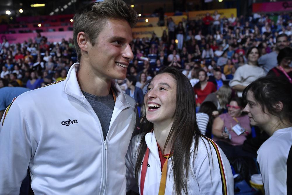 Opmerkelijke aanwezige op het WK in Stuttgart was Siemen Voet, profvoetballer bij KSV Roeselare en vriend van Nina Derwael. (foto Belga)
