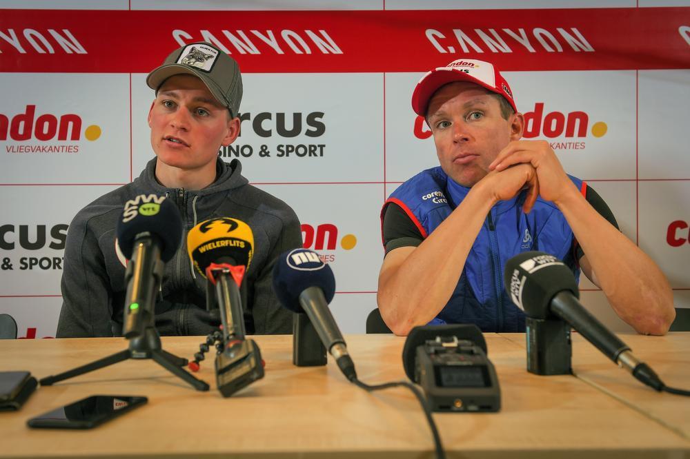 Stijn Devolder, hier aan de zijde van zijn kopman Mathieu van der Poel, is aan zijn 18de seizoen als prof bezig. Volgt er nog een 19de?