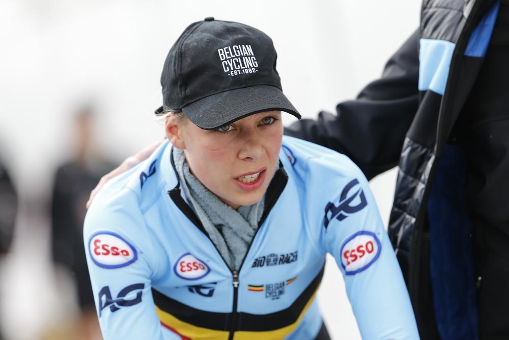 Shari Bossuyt rijdt op haar 18de het WK ploegenachtervolging