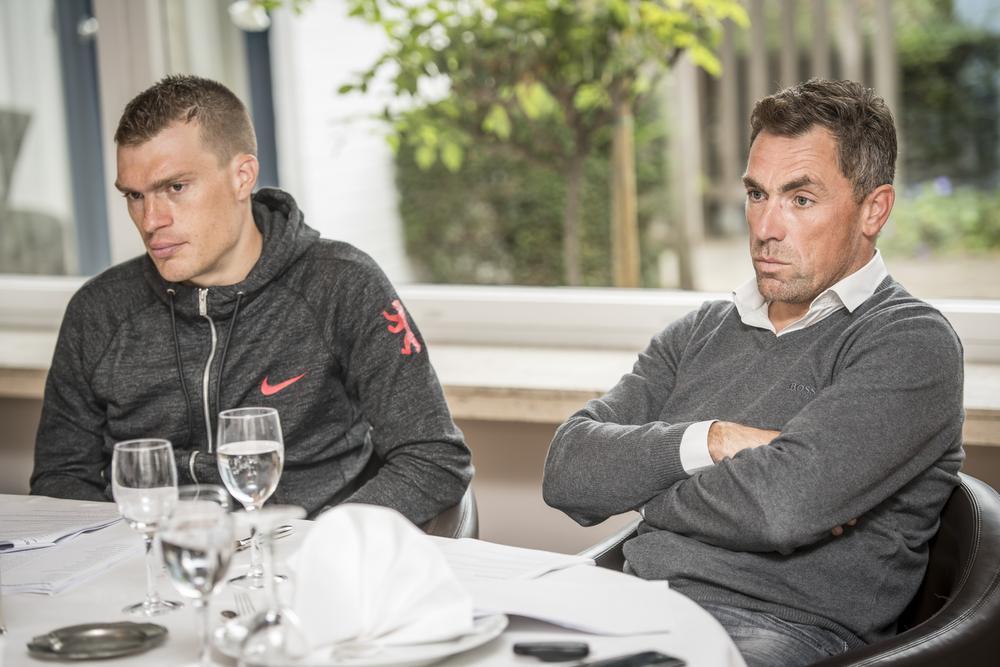KW-journalist Tom Vandenbussche en Niko Eeckhout.