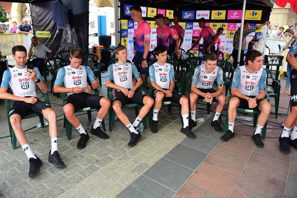 Tijdens de ploegvoorstelling van de Ronde van Polen, met rechts Jelle Wallays en twee plaatsen naast hem Bjorg Lambrecht.