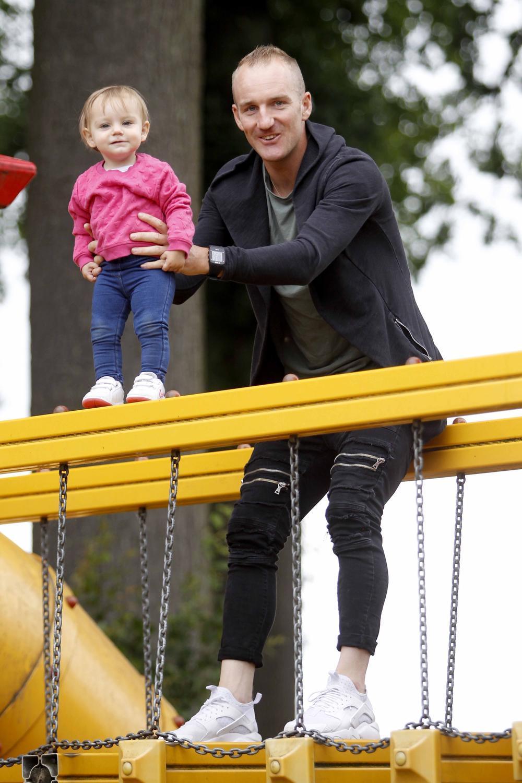 Timothy Dupont met zijn 14 maanden oude dochtertje Marilyn.