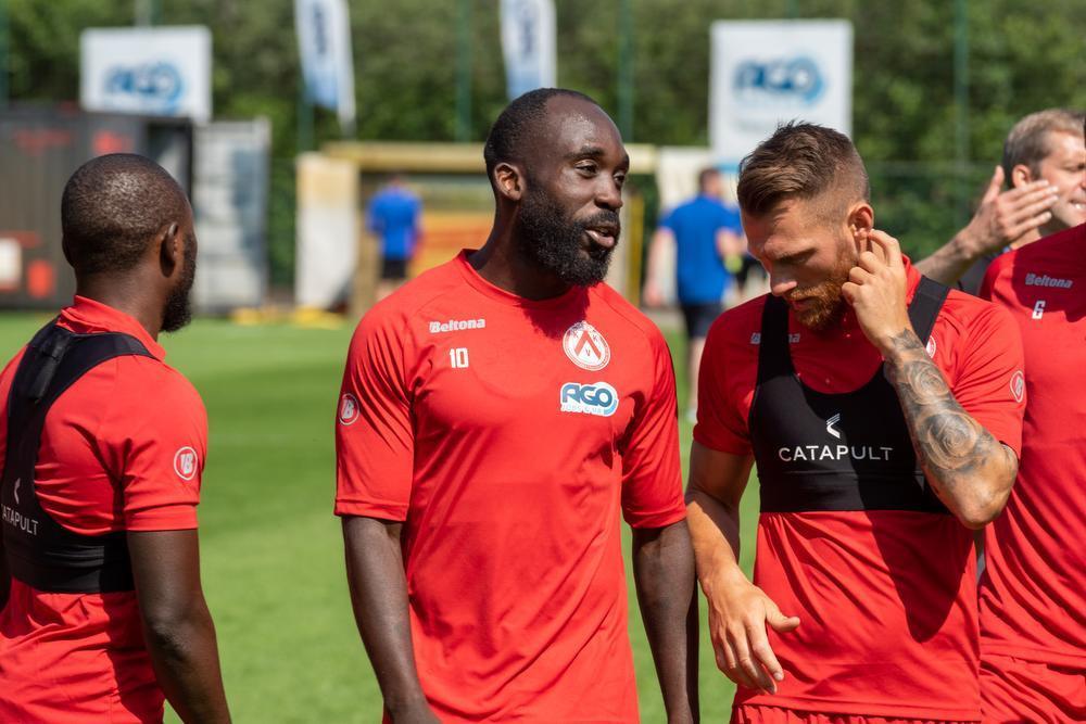 Spelers KV Kortrijk bedanken fans tijdens eerste training