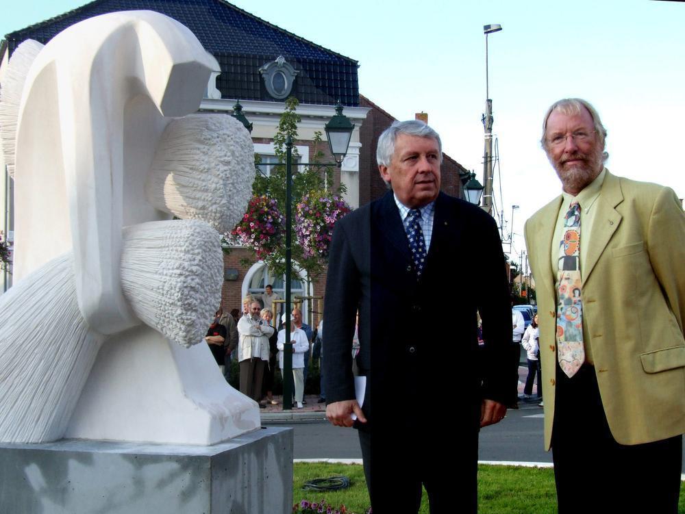 Bij de inhuldiging van een kunstwerk van de Ploegsteertse beeldhouwer Bernard Verhaeghe : Gilbert Deleu wist altijd een passend woordje te plaatsen.