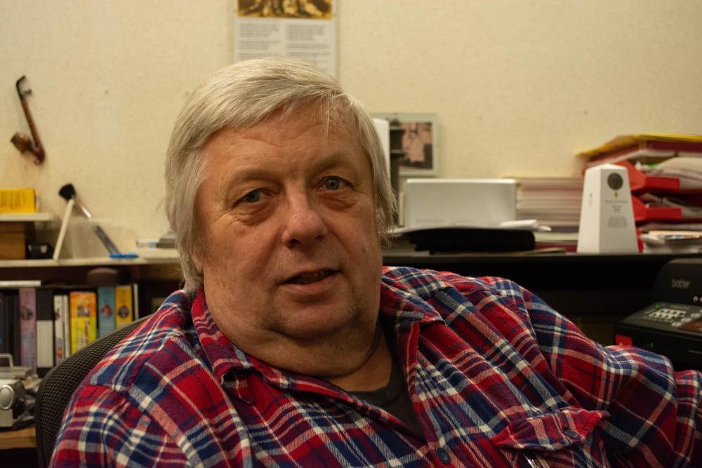 Lucien in Lauwe, Tony Sandler in VS: bibliotheek viert 85-jarige Lauwse zanger