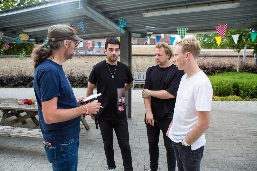 Reporter Roel Jacobus interviewt Goose.