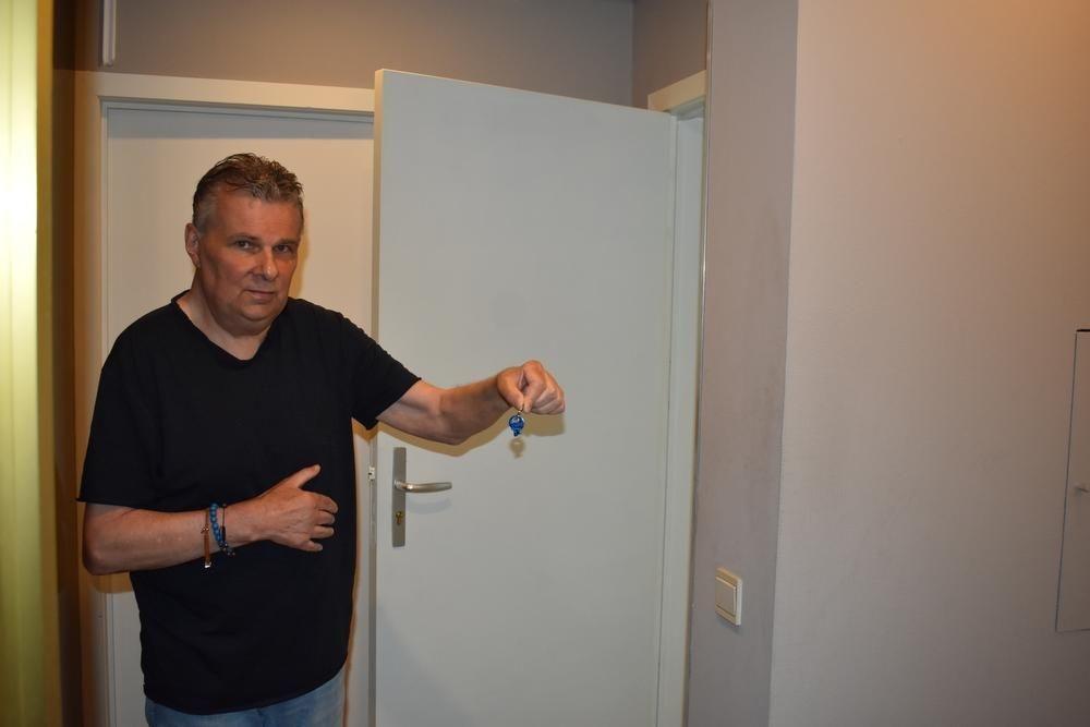 De sleutel die afbrak bij het inbeuken van de deur is het enige dat Eddy rest als bewijs. (foto LK)