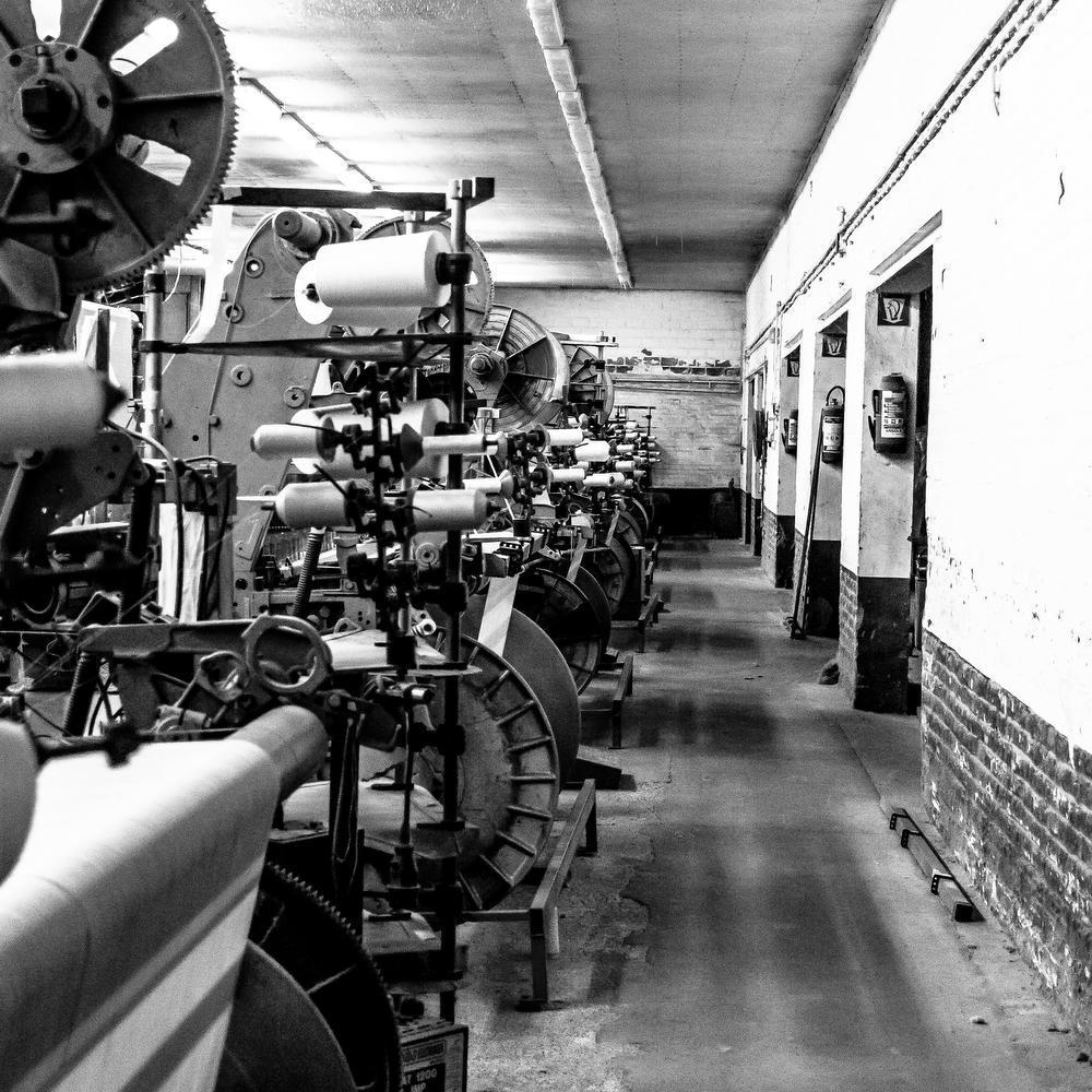 IN BEELD - Nog een laatste keer binnenkijken bij de gesloopte weverij O.J. Van Maele