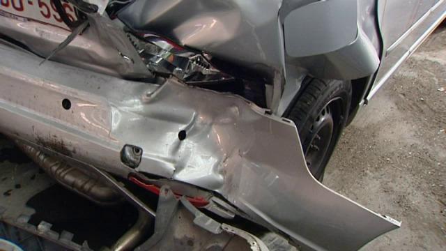 Ongeval na achtervolging nabij verkeerswisselaar in Aalbeke, twee agenten gewond